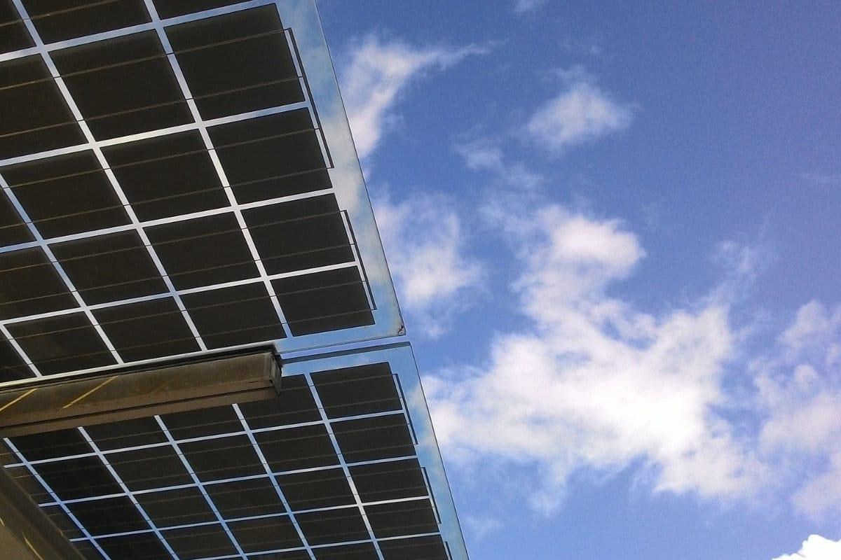 Zonnepanelen op veranda plaatsen: Prijs & Info